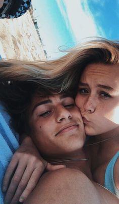 Cute couple goals 𝗳𝗼𝗹𝗹𝗼𝘄 𝗺𝗲 𝗼𝗻 𝗮𝗹𝗹 𝗺𝘆 𝘀𝗼𝗰𝗶𝗮𝗹𝘀 ! Beaux Couples, Cute Couples Photos, Cute Couple Pictures, Cute Couples Goals, Couple Pics, Couple Things, Cute Couple Selfies, Teen Couples, Summer Love Couples