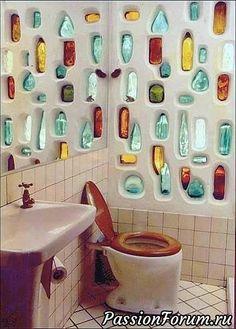 Maison Earthship, Earthship Home, Earthship Design, Bottle House, Bottle Wall, Recycled Glass Bottles, Plastic Bottles, Tadelakt, Ways To Recycle