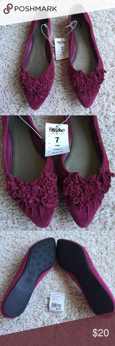 Cranberry Flat shoes BNWT Mossimo cranberry flat shoes. These have never been worn and have a beautiful pattern on the front of the shoes. These are a women's size 7. Mossimo Supply Co Shoes Flats & Loafers