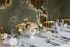 Mariage G & G • 21|07|2018 - Fleuriste spécialisée en mariages et wedding design en Alsace Table Settings, Reception, Table Decorations, Design, Home Decor, Elegant Wedding, Chic Wedding, Atelier