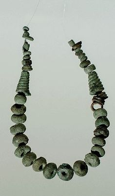 Fig. 13. Collana di bronzo dal Nuraghe Attentu o Mela Ruja- Sassari. Bronzo Finale (1100-900 a.C. circa) - Civiltà Nuragica. Collezione Dessì