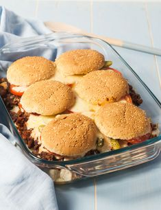 """Many have already noticed that delicious burgers do not always have to be meat. That the classic """"burger casserole"""" as veggie version also comes along pretty yummy, of which sol . Sandwich Recipes, Pizza Recipes, Cheesecake Recipes, Beef Recipes, Baking Recipes, Campfire Recipes, Cold Sandwiches, Dinner Sandwiches, Hamburgers"""