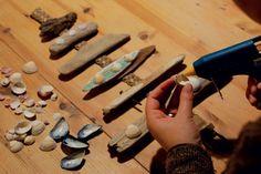 sapin en bois flotté et coquillages pour une déco bord de mer originale