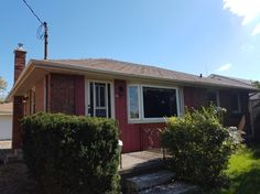 95.5 FAIRVIEW AV - *NEW PRICE* Welcome to 95 1/2 Fairview Ave! This all brick 2 bedroom bungalow is located on a huge 50` x 211` lot located close to all amenities and services. The home is set back from the road and hosts a huge 20`x20` double car garage/workshop for a handyman or storage. The main floor has 2 bedrooms, dining room area (additional bedroom in the past), kitchen with granite counter, washroom, living room and entry foyer. CALL RICK BUNCICK 519.673.3390