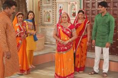 Diya Aur Baati Hum - Star Cast Working Stills