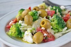 Brokkolisalat mediterran - Rezept
