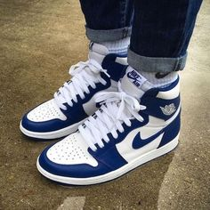 Blue and white sneakers Dr Shoes, Kicks Shoes, Nike Air Shoes, Hype Shoes, Me Too Shoes, Retro Nike Shoes, Nike Socks, Ankle Shoes, Cute Sneakers