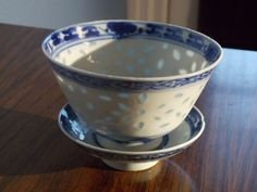 JAPANESE BLUE AND WHITE PORCELAIN RICE PATTERN BOWL + LID . KANGXI PERIOD DECOR
