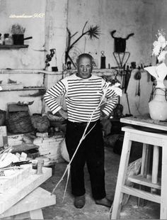 Portrait of Pablo Picasso by Robert Doisneau, Vallauris, 1952 Pablo Picasso, Picasso Art, Picasso Prints, Henri Cartier Bresson, Robert Doisneau, Isabelle Hupper, Picasso Pictures, Willy Ronis, Cubist Movement
