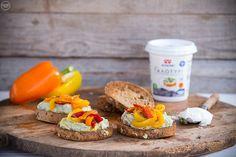 2 προτάσεις για ανοιξιάτικες μπρουσκέτες - madameginger.com Dairy, Cheese, Snacks, Food, Appetizers, Essen, Yemek, Treats, Finger Food