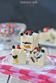 Banana Split Fudge: creamy fudge with a fun summer taste!