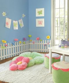 Picket fence room border - so cute!!  Love the Pink Daisy pillows too!