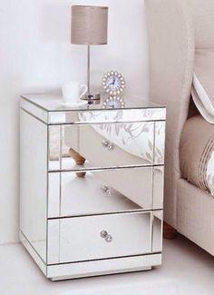 O ambiente fica super chique quando se usam móveis espelhados! Além de super bonito, amplia bastante o ambiente❤️