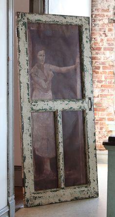 Rustic Screen Door Diy Old Windows 16 Ideas Painted Screen Doors, Vintage Screen Doors, Wooden Screen Door, Diy Screen Door, Sliding Screen Doors, Diy Door, Vintage Doors, Window Screen Crafts, Old Window Screens