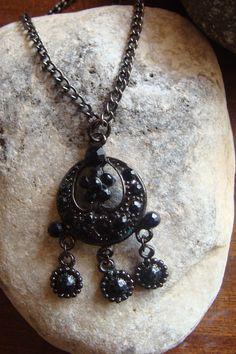 Μενταγιον boho μαυρο goth 7€ Washer Necklace, Pendant Necklace, Goth, Jewelry, Gothic, Jewlery, Jewerly, Schmuck, Goth Subculture