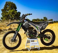 Kawasaki Kx 250, Kawasaki Dirt Bikes, Mx Bikes, Motocross Bikes, Toy Garage, Four Wheelers, Dirtbikes, Bike Life, Motorbikes