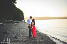 Point Defiance Park and Owen's Beach Engagement Photos by local Tacoma Wedding Photogapher, Rebecca Anne Photography. #engagement #couplephotos #poses