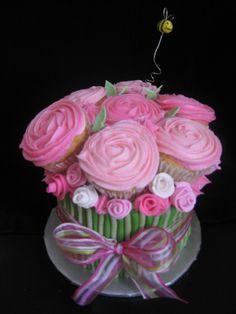 . cupcake flower bouquet cake .
