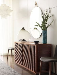 Ideas and Inspiration for Modern Dining Room Furniture Design Design Furniture, Cool Furniture, Modern Furniture, Furniture Chairs, Furniture Storage, Custom Furniture, Furniture Ideas, Interior Decorating, Interior Design