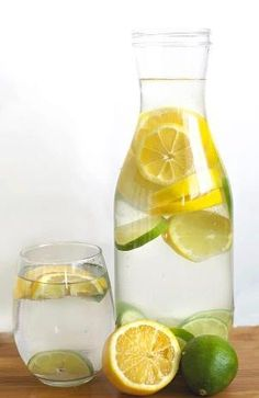 All you need is a pitcher of filtered water, 2 lemons, 2 limes, dice them up toss them in and let it sit for a while so the juice can infuse the water and voila, fresh lemon-lime water. Lemon Lime Water, Citrus Water, Fat Flush Water, Fat Flush Detox, Detox Juice Recipes, Detox Drinks, Detox Foods, Healthy Foods To Eat, Healthy Drinks