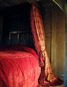 Nicholas Berry - early oak specialists  - textile - 4-POSTER BED. Called Medieval Swans (in Old Gold/Cherry)
