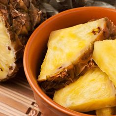 The Best and Worst Foods for a Bikini Body  (Pineapple = Bueno, Sushi = No Bueno)