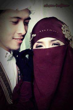 Islamic Wedding-bride wears her niqaab. Cute Muslim Couples, Couples In Love, Muslim Brides, Muslim Women, Beautiful Hijab, Beautiful Bride, Bridal Hijab, Muslim Family, Hijab Niqab