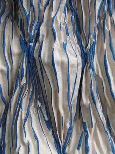 pleat, pin, tuck and dip, experimental dyeing Collegandosi al sito si trovano molti esperimenti