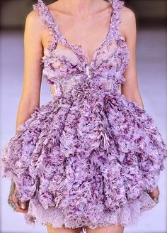Luisa Beccaria Spring 2012 yummy blush pink Lovely Dress Back Alexander McQueen 2012 Haute Couture Style, Couture Mode, Dior Couture, Couture Fashion, Runway Fashion, Purple Fashion, Love Fashion, High Fashion, Fashion Show