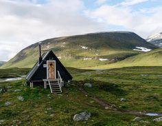 Swedish A-frame cabin / The Green Life <3