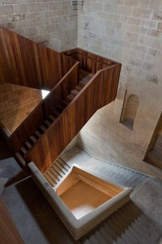 ☝☟escadas - New and old blend in San Telmo Museum Extension in San Sebastian, Spain by Nieto Sobejano Arquitectos Stairs Architecture, Architecture Details, Interior Architecture, Historic Architecture, Landscape Architecture, Wooden Staircases, Stairways, Interior Stairs, Interior And Exterior