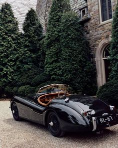 Ralph Lauren's Bedford estate home with a 1951 Jaguar competition roadster in the front motor court.An elegant scene. Ralph Lauren's Bedford estate home with a 1951 Jaguar competition roadster in the front motor court. Jaguar Xk120, Retro Cars, Vintage Cars, Antique Cars, Vintage Classic Cars, Vintage Photos, Antique Trucks, Vintage Sports Cars, Vintage Porsche