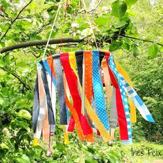 Ines Felix - creative things to imitate: wind chimes made of fabric remnants - pin time Fabric Remnants, Fabric Scraps, Art Vert, Diy For Kids, Crafts For Kids, Hungry Caterpillar, Garden Art, Garden Kids, Wind Chimes