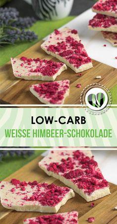 Die weiße Himbeer-Schokolade ist lecker, lowcarb, glutenfrei und zudem auch noch für Keto geeignet.