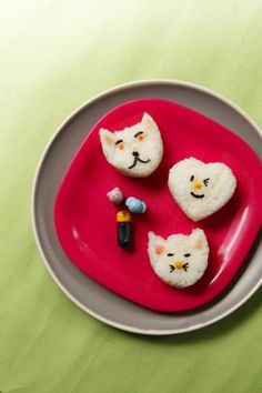 Sushi shapes are a cute and easy option for kids' meals and school lunches. School Lunch Box, School Lunches, Recipe Sites, Recipes, Toddler Lunches, Rice Balls, Raw Vegetables, Thermomix
