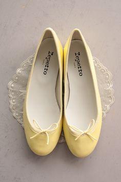 pretty yellow ballerina flats | #Repetto