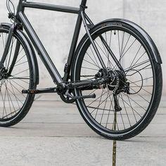 Schon die bisherigen E-Bikes von Ampler konnten mit gutem Design und attraktivem Preis punkten. Für 2018 legt die noch junge Marke nach und verbessert unter anderem die Akkuleistung der Räder! Nachdem man bei Ampler erfolgreich rund 800 E-Bikes verkauft hat, wurden nun die Modelle für … Weiterlesen Urban Bike, Commuter Bike, Touring Bike, Bike Style, Electric Bicycle, Bike Design, Cycling Bikes, My Ride, Mtb