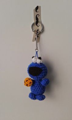 Amigurumi Cookie Monster - FREE Crochet Pattern / Tutorial ༺✿ƬⱤღ www.- Amigurumi Cookie Monster – FREE Crochet Pattern / Tutorial ༺✿ƬⱤღ www. Crochet Amigurumi, Amigurumi Patterns, Crochet Dolls, Crochet Patterns, Crochet Gifts, Cute Crochet, Crochet Keychain, Cookie Monster, Monster Toys