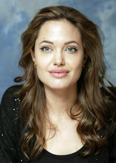 - 'Taking Live' press conferences - 080304 Angelina Jolie Taking Live Press Conferences 25 - Angelina Jolie Photo Angelina Jolie Family, Angelina Jolie Makeup, Angelina Jolie Photos, Jolie Pitt, Dangerous Woman, Most Beautiful Women, Beautiful Eyes, Hollywood Actresses, American Actress