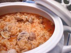 Simplemente delicioso... http://lacocinadesole6.blogspot.com.es/2014/07/arroz-con-almejas.html