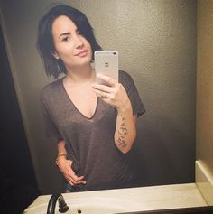 Demi Lovato 'Send Me Face Nude Photos' - http://oceanup.com/2015/03/23/demi-lovato-send-me-face-nude-photos/