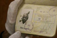 Identificaciones de Famosos: Nelson Rolihlahla Mandela (Mvezo, Unión de Sudáfrica, 18 de julio 1918 - Johannesburgo, Gauteng, Sudáfrica, 5 de diciembre 2013),conocido en su país, Sudáfrica, como Madiba (título honorífico otorgado por los ancianos del clan de Mandela; también era llamado Tata), abogado, político, líder del Congreso Nacional Africano.  Presidente de Sudáfrica entre 1994 y 1999.