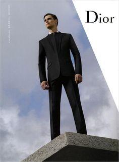 Dior Homme - Discover the Winter Collection Dapper Gentleman, Men Formal, Ford Models, Christian Dior, Editorial Fashion, Fashion Photography, Menswear, Mens Fashion, Fashion Design