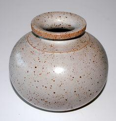 Richard Manz, vase in stoneware, Knabstrup. H: 12. W: 13,5 cm.