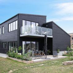 #funkishus #funkis #hus #arkitekttegnet #arkitekthuset #nybyggeri #dreamhouse #inspiration #byggefirma Vejle, Story House, Home Fashion, Multi Story Building, House Design, Mansions, House Styles, Inspiration, Home Decor