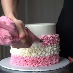 Buttercream Cake Decorating, Buttercream Cake Designs, Cake Decorating Designs, Cake Decorating For Beginners, Creative Cake Decorating, Cake Decorating Videos, Cake Decorating Techniques, Creative Cakes, Cookie Decorating