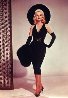 or Early Vintage Glam Little Black Dress, Large Black Hat, Black Mink Stole, Long Over-The-Elbow Black Gloves, Wide Black Belt Vintage Vogue, Mode Vintage, Vintage Glamour, Vintage Beauty, Vintage Style, 50s Glamour, Vintage Pins, Retro Style, Look Fashion
