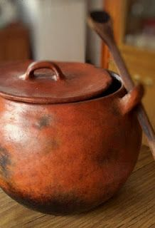 Olla de Barro - Clay pot for cooking beans.