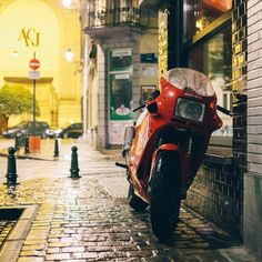 True Biker Spirit : Ducati 750SS//Rain//Streets of Brussels..| Gives me the feeling of Joe Bar Team