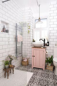 Bad Inspiration, Bathroom Inspiration, Home Decor Inspiration, Bathroom Inspo, Small Bathroom Ideas, Simple Bathroom, Blush Bathroom, Bathroom Colours, Budget Bathroom